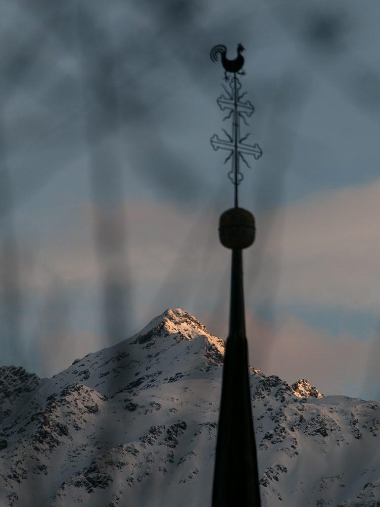 Le coq et la montagne
